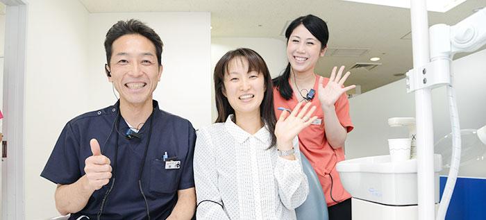 笑顔の患者様と富田ドクター